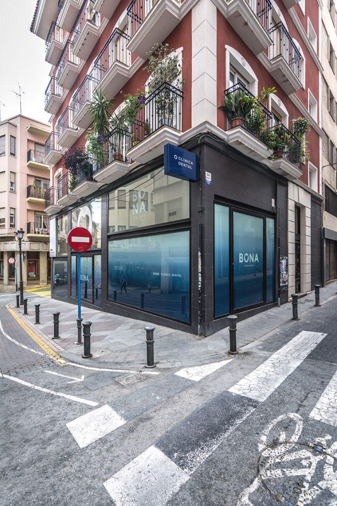 Clinica dental Bona Arze interiorismo Alicante proyecto fachada arquitectura