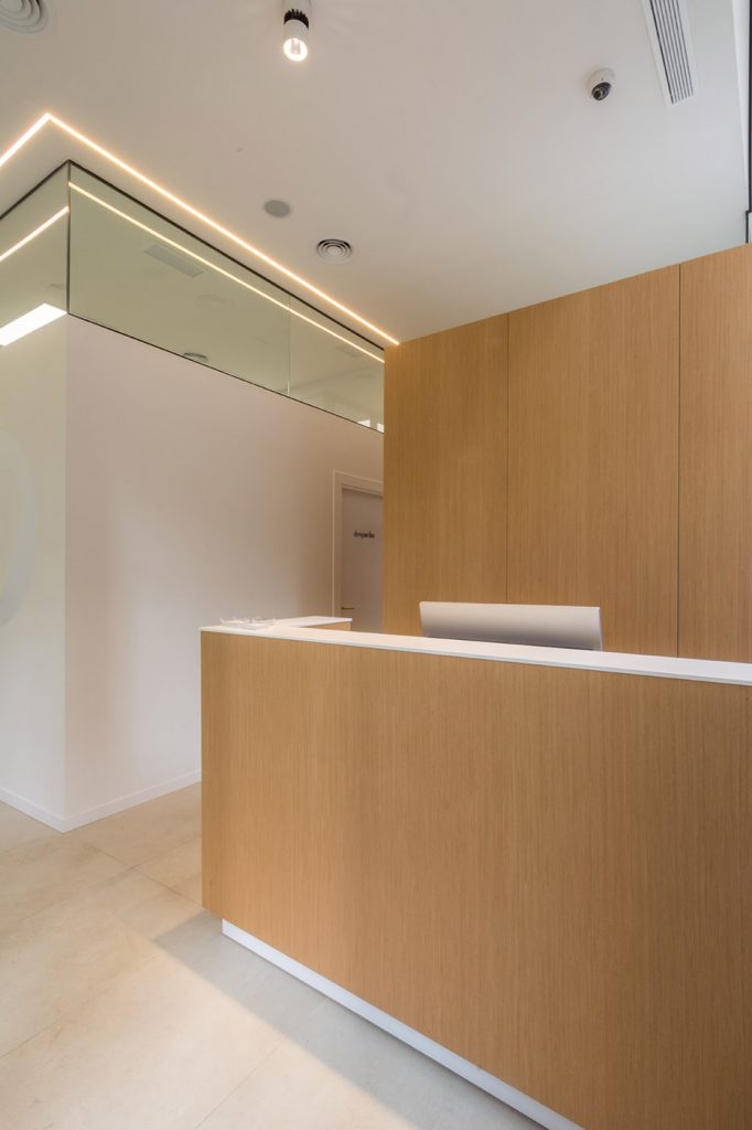 Clinica dental Bona Arze interiorismo Alicante proyecto recepcion arquitectura