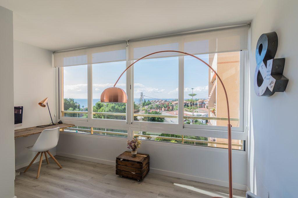 Cocina, Salón, proyecto, reforma, Alicante, San Juan, Arze, vistas, diseño nórdico, suelo tarima, cristalera