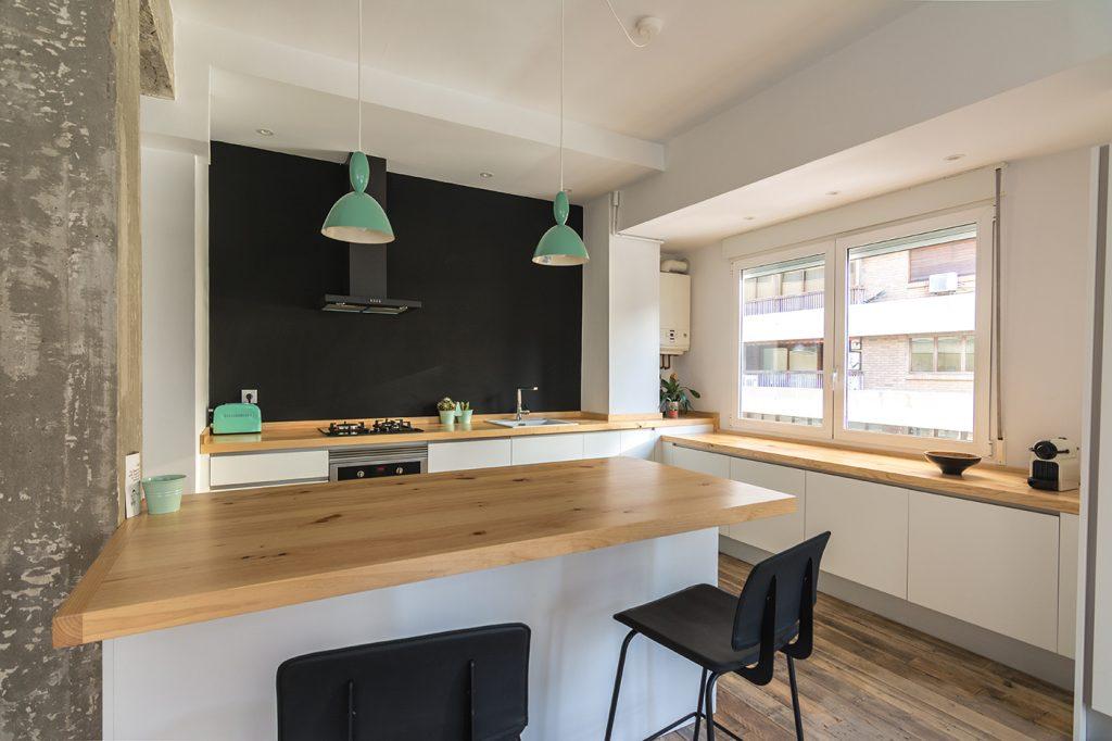 proyecto obra construccion arquitectura interiorismo Alicante Arze renovation interior design cocina integrada kitchen barra